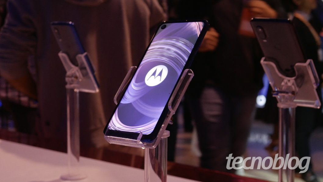 Motorola One Vision  - motorola one vision hands on 2 1060x596 - Uma olhada de perto no Motorola One Vision