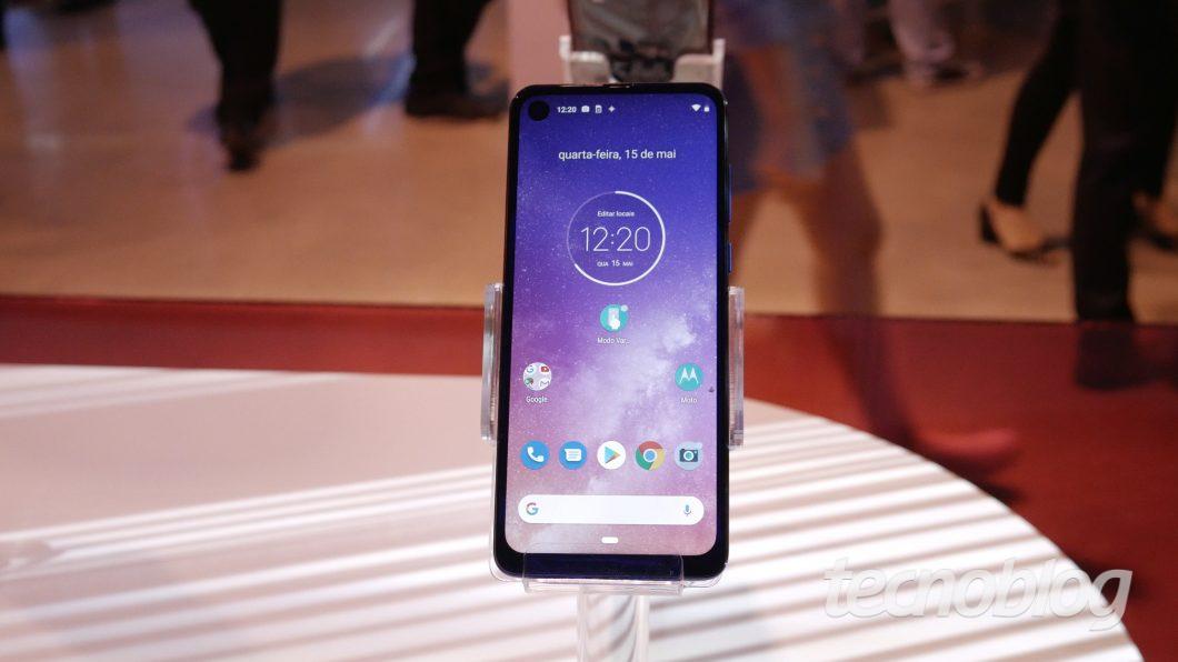 Motorola One Vision  - motorola one vision hands on 9 1060x596 - Uma olhada de perto no Motorola One Vision