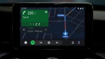 Google lança atualização do Android Auto com foco em comandos de voz