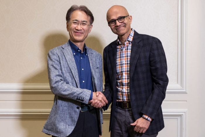 Kenichiro Yoshida (CEO da Sony) e Satya Nadella (CEO da Microsoft)