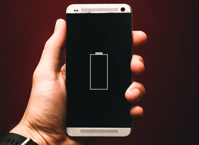 alexander-andrews-bateria-android-unsplash