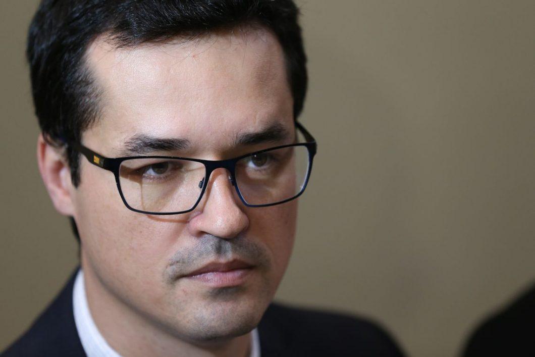 Brasília - O procurador Deltan Dallagnol, coordenador da força-tarefa da Operação Lava Jato, se reúne com deputados da comissão especial que analisa o projeto contra a corrupção