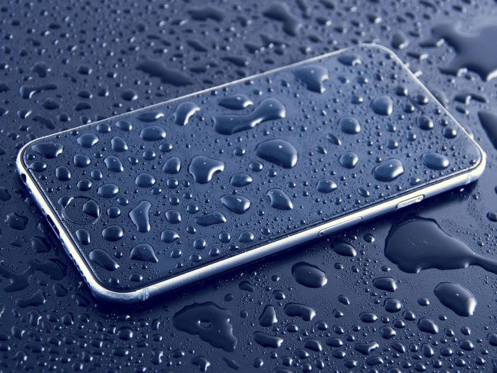 StockSnap / celular molhado / Pixabay / ip68