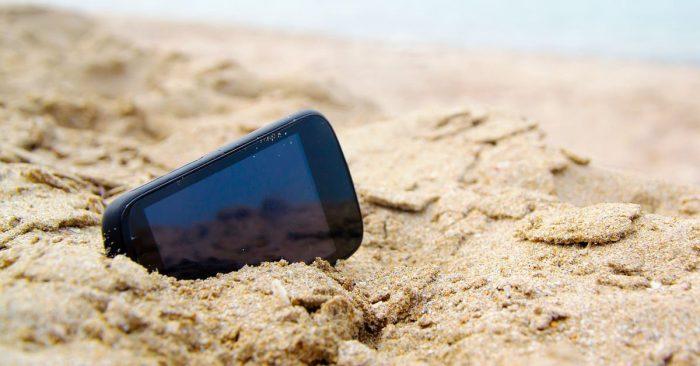 Celular na areia / ip68