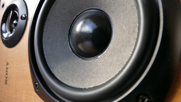 amplifier-audio-bass-pixabay / como amaciar alto falante novo