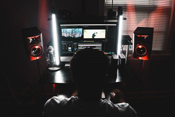 andre-hunter-audio-monitor_9A-unsplash