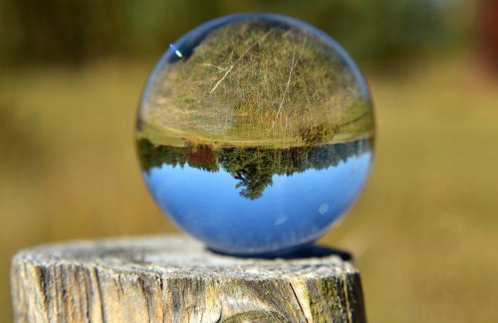 ulleo / lens ball / pixabay