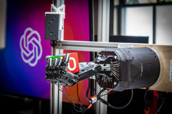 Braço robótico da OpenAI