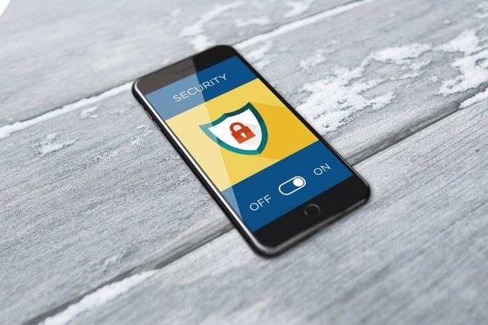 BiljaST / celular protegido / Pixabay / como invadir um celular