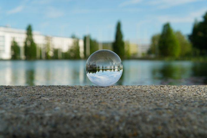 bmorell / lens ball / pixabay