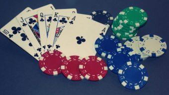 Facebook cria inteligência artificial que derrota profissionais no pôquer