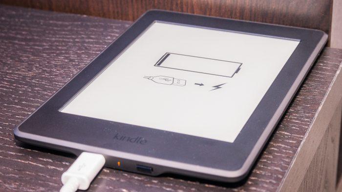 Kindle Paperwhite / como carregar o kindle na tomada