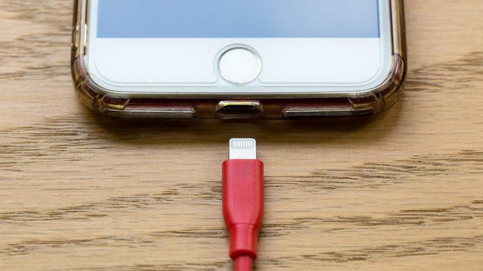mhoppsy / iPhone e cabo Lightning / Pixabay