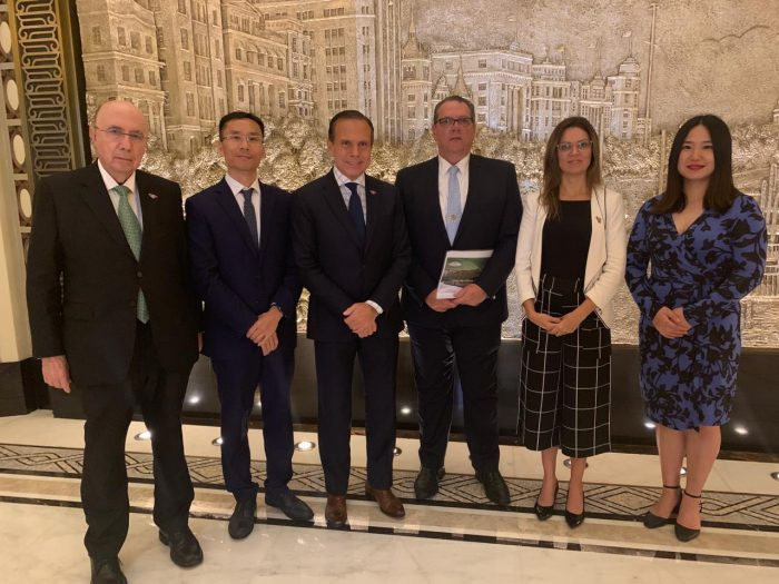 João Doria e secretários com representantes da Huawei (Foto: Governo de São Paulo)