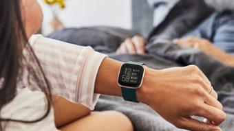 Fitbit Versa 2 é oficial: smartwatch traz novo visor e comandos de voz