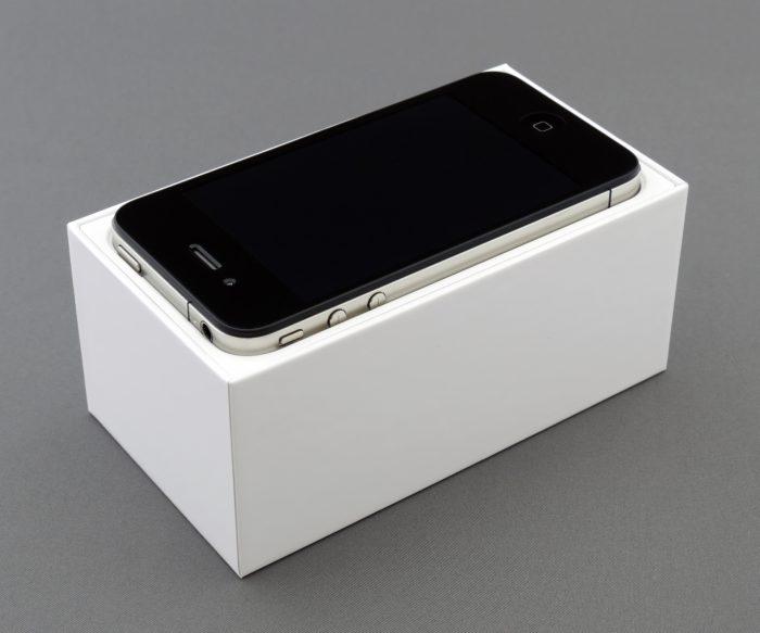 Apple iPhone 4 ( Photo by Brett Jordan from Pexels)