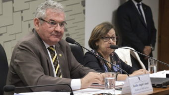 Senador de CPMI das Fake News ameaça prender quem tem perfil falso