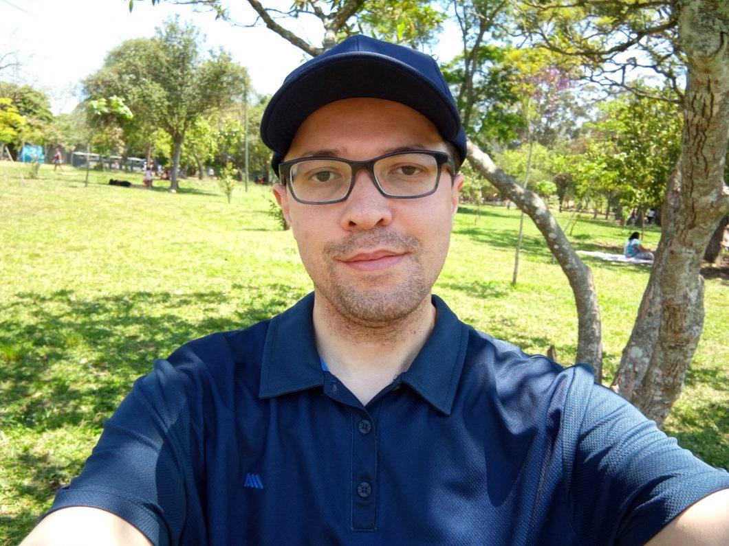 Selfie registrada com o Motorola Moto E6 Plus
