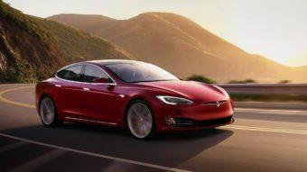 """Elon Musk diz que carros da Tesla poderão """"falar"""" com pedestres"""