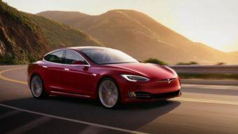 Carros da Tesla em teste de Full Self-Driving aparecem em vídeos