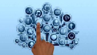 Qual foi a primeira rede social criada na internet?