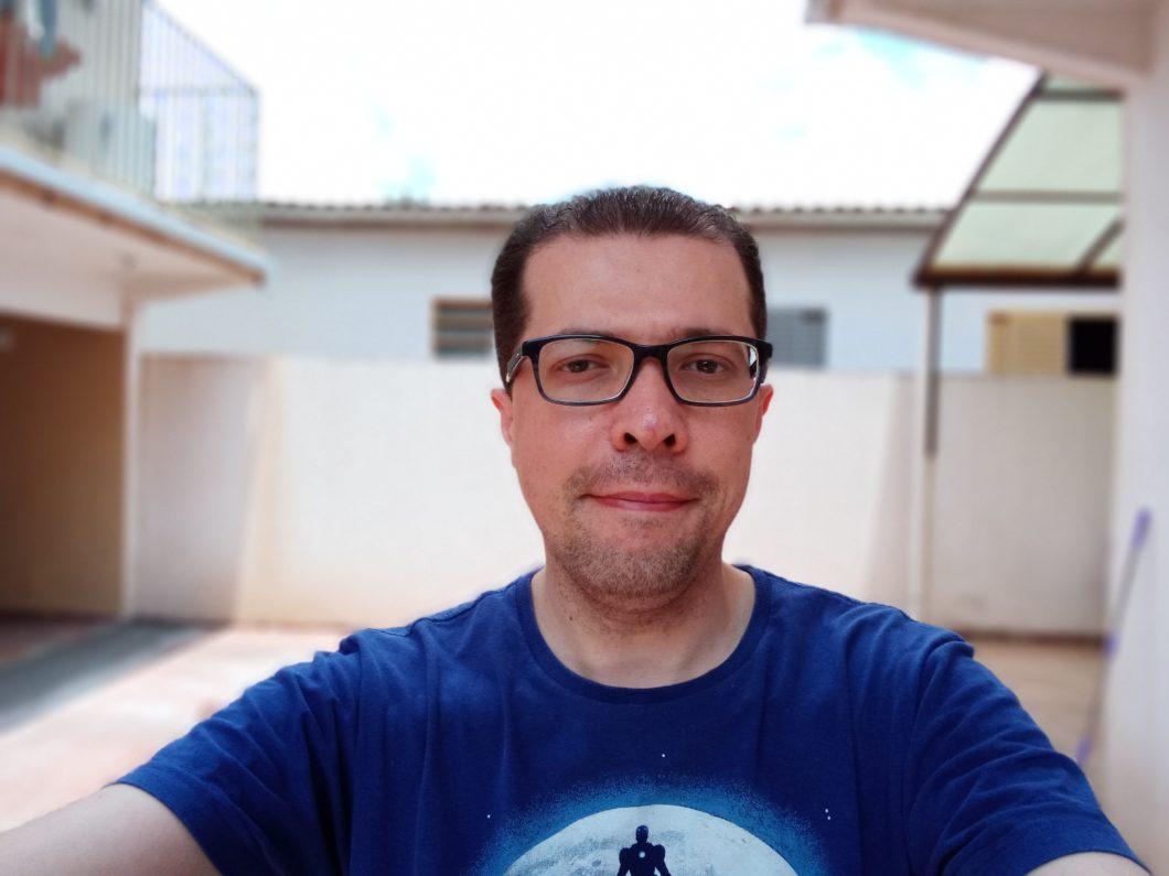 Selfie registrada como o Moto G8 Play