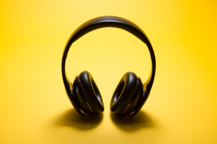 fone de ouvido sem fio | Unsplash