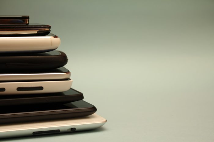 smartphones-hal-gatewood-WcYeiHMexR0-unsplash