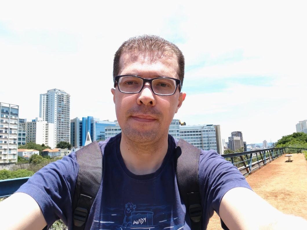 Selfie registrada com o Multilaser H