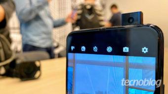 Motorola One Hyper não tem notch e traz câmera retrátil por R$ 2.499