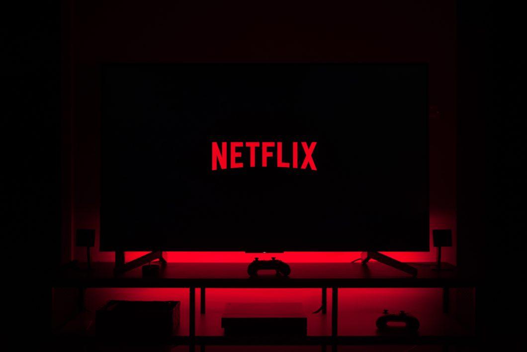 Netflix na TV (Thibault Penin / Unsplash)