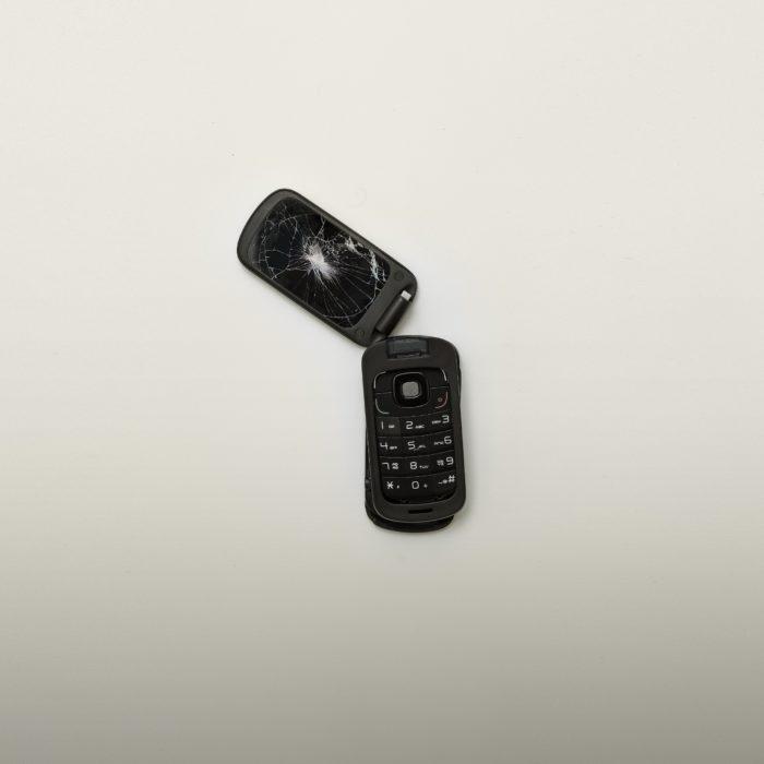 alexander-andrews-telefone-quebrado-unsplash