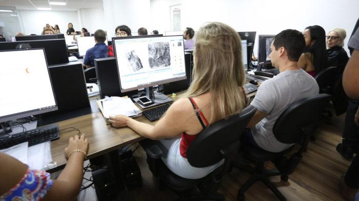 Laboratório de reconhecimento facial da Polícia Civil de São Paulo