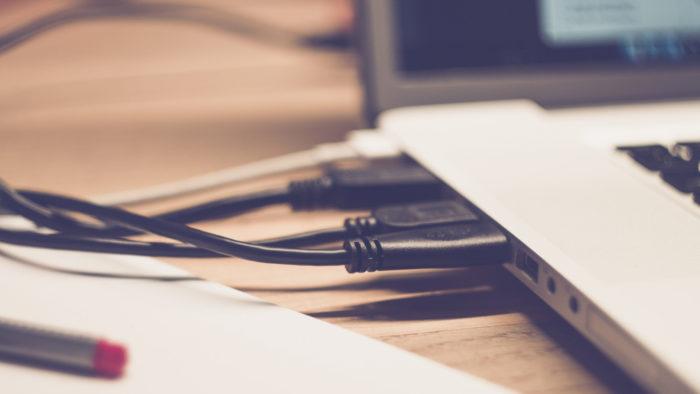 markusspiske / notebook / Pixabay / como conectar notebook na tv com cabo vga