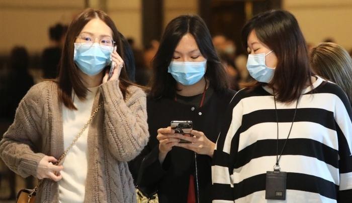 Mulheres com máscara na China (Foto: Felix Wong/SCMPO)