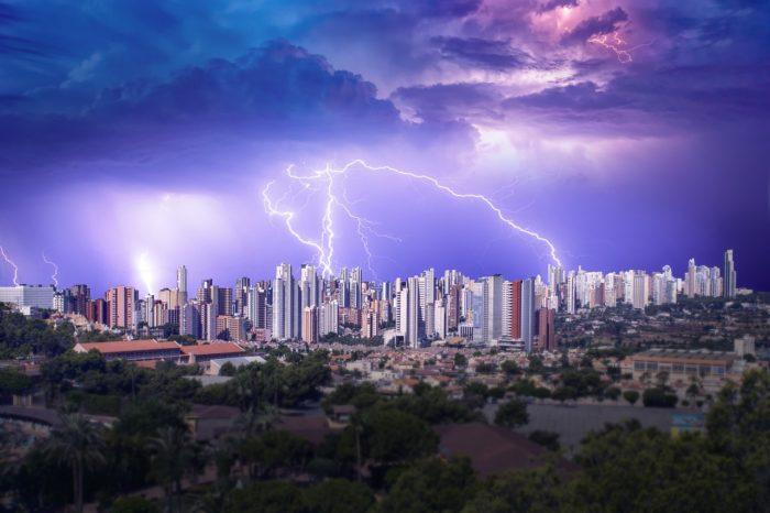 storm-raios-pexels / como se proteger de raios