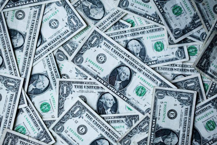 Dólares (imagem: Sharon McCutcheon/Unsplash)