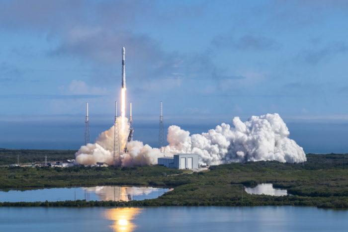 SpaceX lança 60 novos satélites Starlink