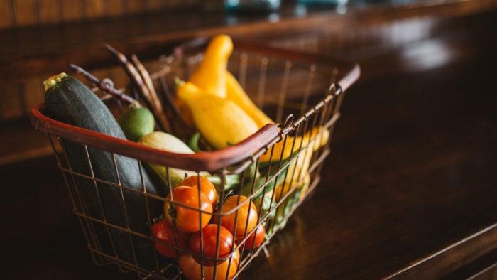 Free-Photos / cesta com vegetais / Pixabay / apps de supermercado