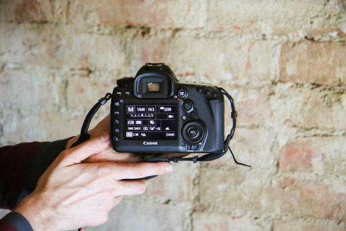 Modo manual de uma câmera DSLR da Canon (Foto: Andri Koolme/Flickr)