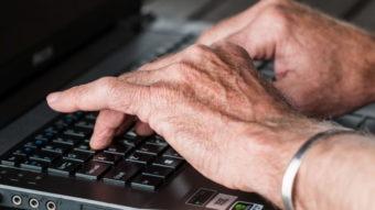 Engenheiro de 73 anos é dispensado por não usar computador