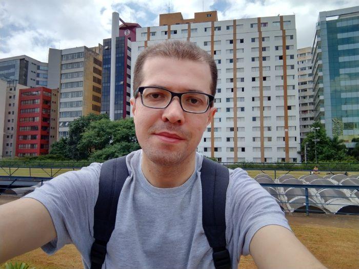 Selfie registrada com o Motorola Moto G8