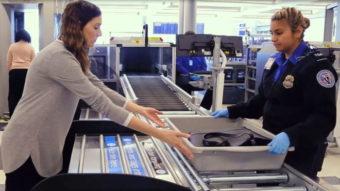 Aeroportos dos EUA pedem que celular fique na bagagem de mão