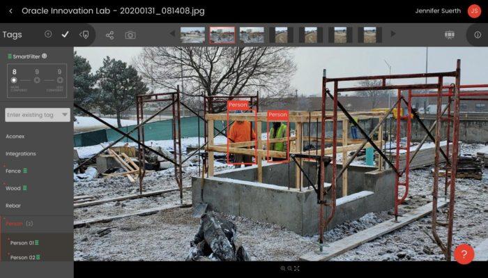 Empresa de construção adotou sistema para monitorar distanciamento (Foto: Reprodução/Reuters)