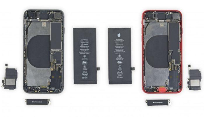 iPhone 8 (à esquerda) e novo iPhone SE (foto: iFixit)