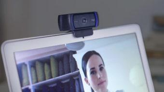 Preços de webcam sobem com demanda por reuniões em vídeo
