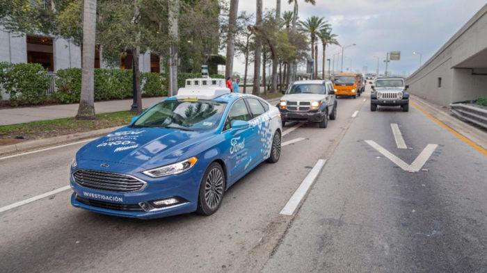 Táxi autônomo da Ford
