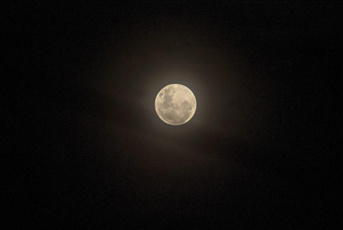 Como tirar foto da lua / Unsplash / Edmilson Junior