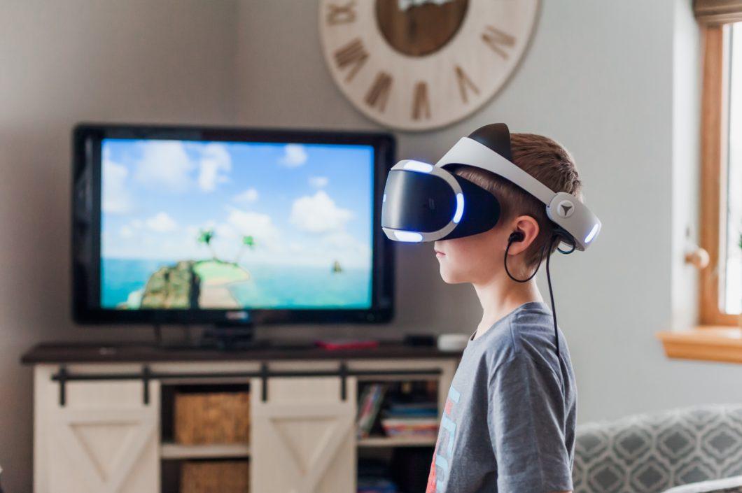 garoto-óculos-realidade-virtual / (Crédito: Jessica Lewis / Pexels)