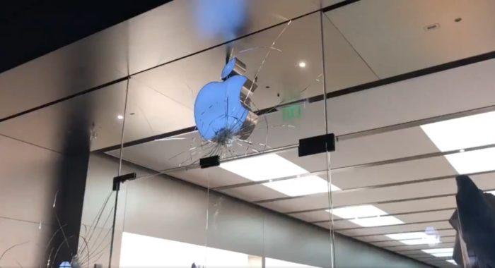 Apple Store atacada em Charleston (imagem: Rob Way)
